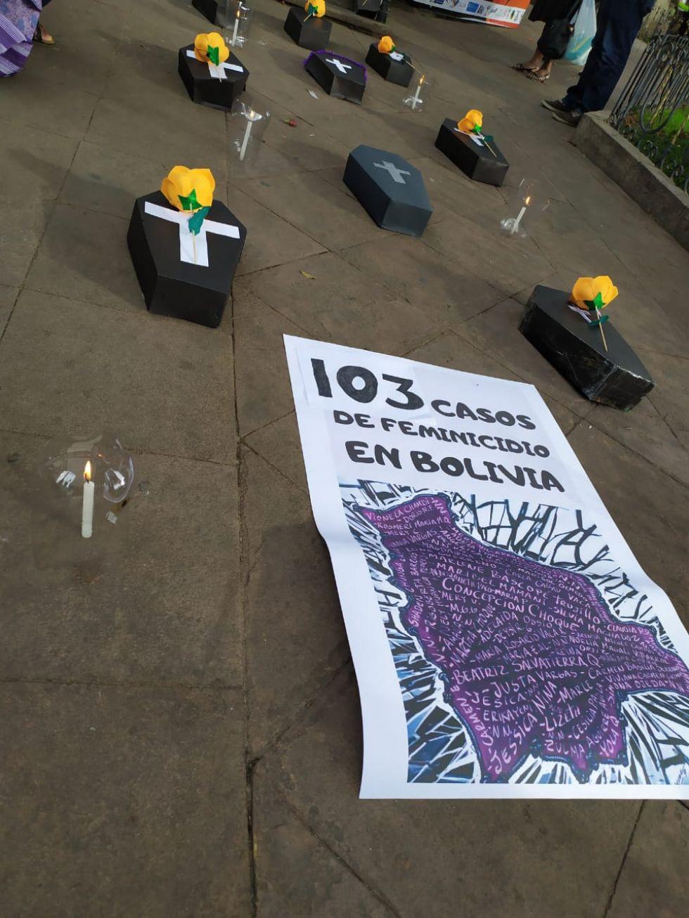Plantón en Sucre por el Día Internacional de Lucha contra la Violencia hacia la Mujer.