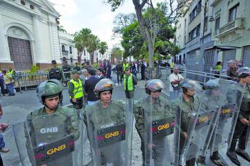 Venezuela: Desafueran  a diputados de oposición