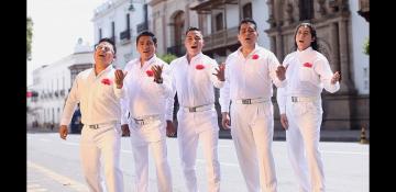 La Razza y amigos cantan con orgullo k'arapanza