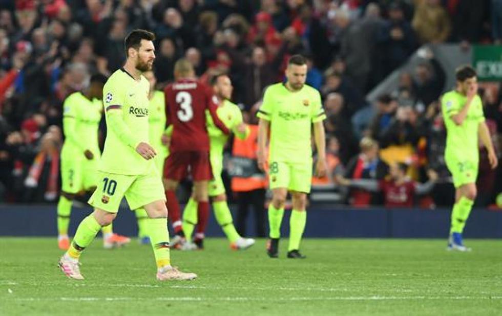 Messi al salir del campo de juego en el que el Barcelona perdió frente a Liverpool.